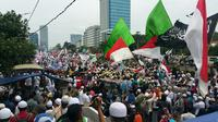 Massa aksi 212 di depan gedung DPR (Liputan6.com/ Nanda Perdana Putra)