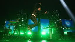 Ribuan Scriptalite sendiri sudah memadati tempat konser sedari sore untuk melihat band kesayangan mereka manggung. (Bambang E. Ros/Bintang.com)