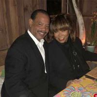 Tina Turner dan putra sulungnya, Craig. (People)