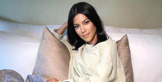 Satu minggu usai dikabarkan putus dengan Younes Bendjima, Kourtney Kardashian terlihat bahagia. (instagram/kourtneykardash)
