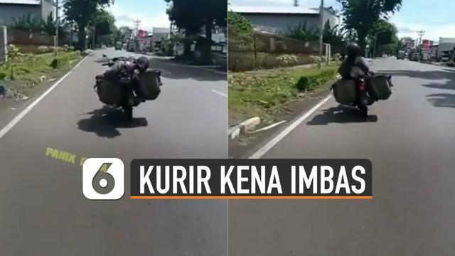 Hal tidak diinginkan terjadi karena motor yang dikendarainya tiba-tiba berbelok ke kiri jalan dan menabrak pembatas jalan.