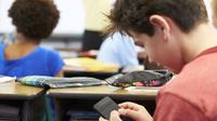 Pakai smartphone di kelas. Dok: tes.com