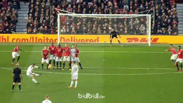 Berita video momen kiper Manchester United, David De Gea, takluk dengan free kick indah pemain Burnley. This video presented by BallBall.
