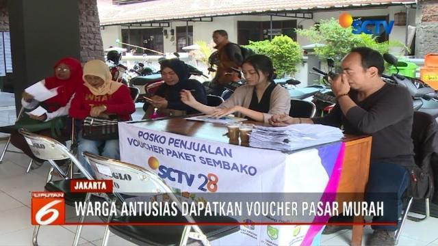 Jelang HUT ke-28, SCTV menggelar pasar murah di Kembangan, Jakarta Barat.