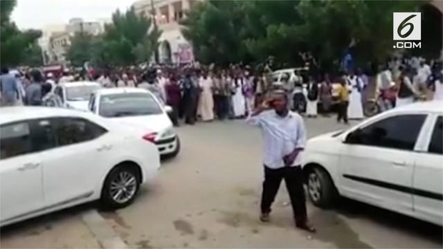 Kelompok oposisi protes besar-besaran tuntut Presiden Sudan mundur