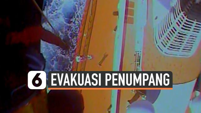 vertical evakuasi penumpang