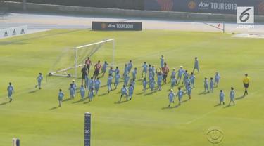 Manchester United berhasil memenangkan pertandingan saat melawan 100 pemain anak kecil dalam tournya ke Amerika Serikat. Tim Setan Merah diwakili oleh Juan Mata, Smalling dan Herrera.