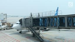 Pesawat Garuda Indonesia terparkir di Terminal 3 bandara Soekarno Hatta, Tangerang, Banten, Rabu (24/7/2019). Aturan ini merevisi kebijakan sebelumnya yang berupa imbauan tidak berfoto untuk para penumpang dan awak kabin. (Liputan6.com/Angga Yuniar)