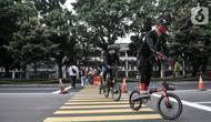 Pesepeda saat berolahraga di kawasan GBK, Jakarta, Minggu (13/9/2020). Warga Jakarta bersiap kembali mengikuti peraturan PSBB yang diterapkan oleh Pemprov DKI mulai Senin (14/9) besok akibat terus meningkatnya kasus Covid-19 di Ibu Kota. (merdeka.com/Iqbal S. Nugroho)
