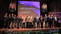 Airlangga Hartanto, Dino Patti Djalal, Kim Chang Beom, Umar Hadi, serta tamu undangan lainnya berfoto bersama pada acara Indonesia-Korea Confrence 2019: Charting a Blueprint for Robust Partnership, Rabu 18/9/2019) (Liputan6.com/Hugo Dimas)