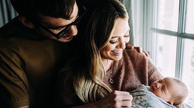 Hillary Duff dan Matthew Koma bersama putri pertama mereka, Banks Violet Bair. (Instagram/hillaryduff)
