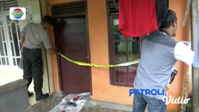 Tengah kunjungi rumah kekasihnya, pria di Bandar Lampung ditusuk hingga meninggal dunia oleh mantan suami sang kekasih.