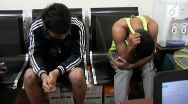 Polresta Depok menangkap dua pemeran video porno penyuka sesama jenis. Mereka diketahui membuat video itu di sebuah pusat kebuagaran.