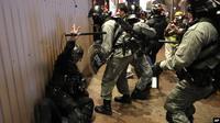Bentrokan dan aksi kekerasan mewarnai hari Natal di Hong Kong. (Source: AP via VOA Indonesia)