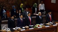 Ketua DPR Setya Novanto (kedua kanan), bersama keempat Wakil Ketua DPR, Taufiq Kurniawan, Fadli Zon, Agus Hermanto, Fahri Hamzah (ki-ka) dalam memimpin Sidang Paripurna, Jakarta, Senin (16/11/2015). (Liputan6.com/Johan Tallo)