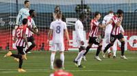 Real Madrid menyerah 1-2 dari Athletic Bilbao pada laga semifinal Piala Super Spanyol di Estadio La Rosaleda, Jumat (15/1/2021) dini hari WIB. (AFP/
