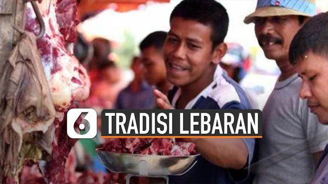 Setiap daerah di Indonesia mempunyai tradisinya masing-masing yang berbeda satu sama lain.