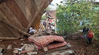 Tanggul irigasi jebol di Tamansari, Parakancanggah, Banjarnegara, Jawa Tengah menimbun dua rumah dan menewaskan seorang warga. (Liputan6.com/RAPI BNA/Muhamad Ridlo)