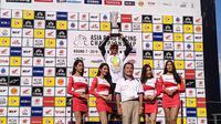 Pembalap Indonesia, Andy Muhammad Fadly dari Manual Tech KYT Kawasaki Racing berhasil keluar sebagai juara umum di Asia Road Racing Championship (ARRC) 2019 kelas AP250cc. (Bola.com/Muhammad Adiyaksa).