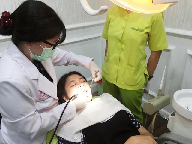 Ladies Membersihkan Karang Gigi Ternyata Bisa Mengusir Bau Mulut