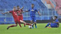 Latih tanding Arema FC Vs Madura United di Stadion Kanjuruhan, Malang, Senin (15/3/2021). (Bola.com/Iwan Setiawan)