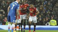 Manchester United memangkas jarak menjadi 12 poin dengan Manchester City setelah mengatasi perlawanan Stoke City. (AP Photo/Rui Vieira)