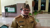 Bupati Cirebon Imron Rosyadi mengaku sudah memutuskan untuk meniadakan salat id, namun keputusan tersebut bersifat imbauan. Foto (Liputan6.com / Panji Prayitno)