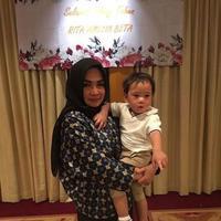 Raffi Ahmad mengunggah foto ibunda mertuanya, Rieta Amalia, yang sedang ulang tahun (Instagram/@raffinagita1717)