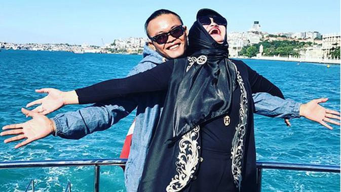 Tinggal Bersama, Mantan Istri Sule dan Selingkuhannya ...