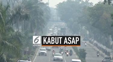 Sebagian warga Pekanbaru Riau mulai terserang penyakit akibat kabut asap yang masih menyelimuti daerah itu sejak dua pekan lalu.