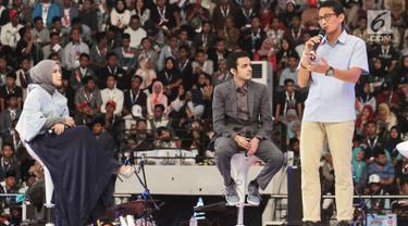 Pengusaha Sandiaga Uno ketika menceritakan pengalamannya pada acara Surabaya Young Entrepreneur Summit (YES) 2019 di Surabaya, Jawa Timur, Sabtu (16/2). Kegiatan ini mengusung tema 'Arah Baru Ekonomi Indonesia'. (Liputan6.com/HO/Bon)