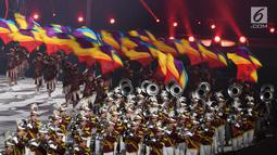 Penampilan marching band polisi dan dan TNI saat penutupan Asian Games 2018 di Stadion Utama GBK, Jakarta, Minggu (2/9). (Merdeka.com/Imam Buhori)