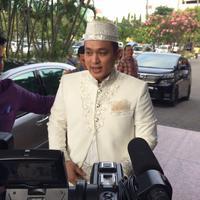 Presenter Gilang Dirga saat hendak melakukan prosesi pernikahan. (Ruswanto/Bintang.com)