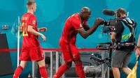 Striker Belgia, Romelu Lukaku merayakan golnya ke gawang Rusia pada laga Grup B Euro 2020 di Krestovsky Stadium, St, Petersburg, Minggu (13/6/2021). (Foto: AFP/Anatoly Maltsev)