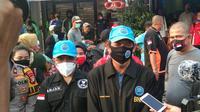 BNN saat menyerahkan paket bantuan kepada warga di tengah pandemi Covid 19.