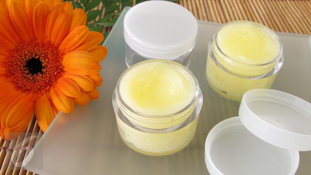 4 Kegunaan Petroleum Jelly Untuk Perawatan Rambut Fashion Beauty Liputan6 Com