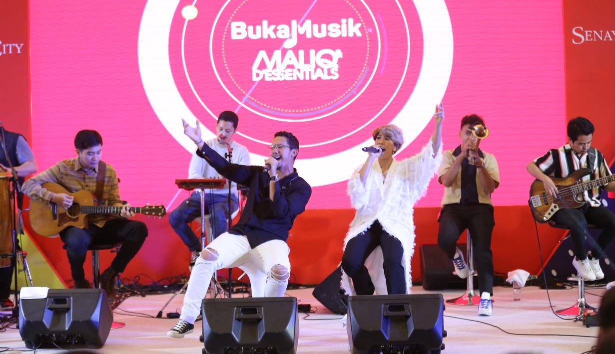 Maliq & D'essentials di acara Vidio.com, Senayan, Jakarta Pusat, Minggu (22/9/2019). (Daniel Kampua/Fimela.com)