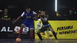 Suasana laga Adira FC melawan Merah Jaya Bekasi pada Grand Final Super Soccer Futsal Battle 2017 di Bintaro Xchange, Tangerang, Minggu (22/10/2017). Adira FC menang adu penalti atas Merah Jaya Bekasi. (Bola.com/Vitalis Yogi Trisna)