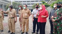 Wakil Wali Kota Hevearita G Rahayu memberi briefing pelaksanaan PKM tahap lanjutan. (foto: Liputan6.com/ Septi Nur Eka Mafiroh)