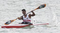 Atlet canoe Indonesia, Maizir Ryondra, saat beraksi pada nomor 1000 meter SEA Games 2019 di Subic, Filipina, Jumat (6/12). Dirinya berhasil meraih medali emas dengan catatan waktu 3 menit 55,841 detik. (Bola.com/M Iqbal Ichsan)