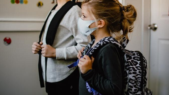 Ilustrasi Anak Kembali Sekolah saat Pandemi (Photo by Kelly Sikkema on Unsplash)