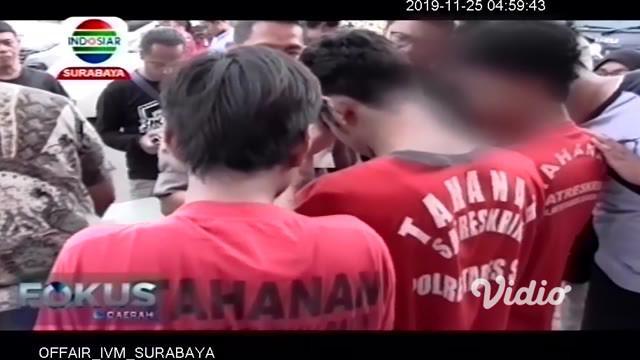 Tiga anak baru gede atau ABG, sempat terekam kamera cctv. Saat melancarkan aksinya membobol rumah mewah. Ironisnya, saat diperiksa petugas Polrestabes Surabaya, hasil kejahatannya digunakan untuk pesta narkoba jenis sabu.