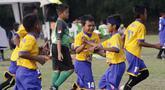 Para pemain Satria Muda FA merayakan gol ke gawang SS Gagak Rimang pada laga Indonesia Junior League 2019 di Lapangan Sawangan, Minggu (20/10). Dari liga kelas junior ini diharapkan bisa melahirkan pesepakbola muda berbakat dan berkualitas. (Bola.com/M Iqbal Ichsan)