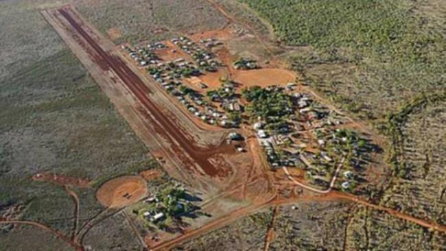 Penampakan kota terpencil Lajamanu di bagian tengah Australia. (Sumber Google Maps)