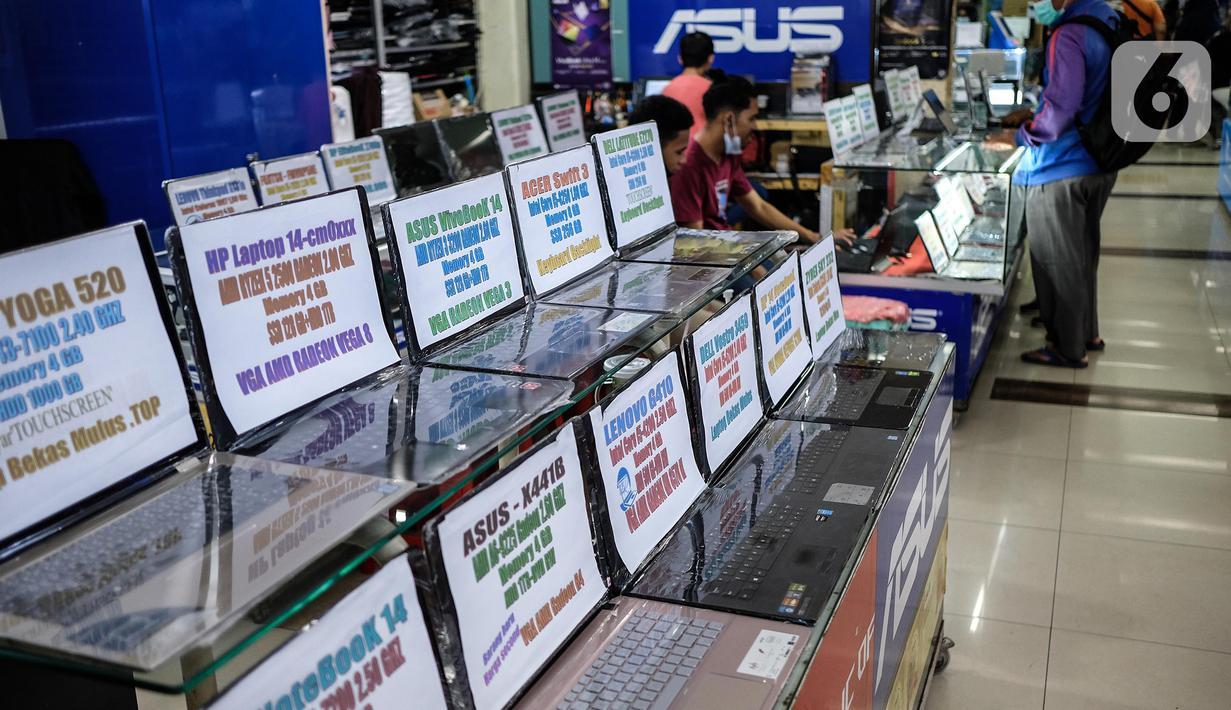Sejumlah produk laptop dipajang di pusat elektronik Harco Mangga Dua, Jakarta, Selasa (9/3/2021). Vendor laptop diperkirakan memiliki tantangan pada 2021 dalam memenuhi permintaan terhadap laptop masyarakat di Indonesia. (merdeka.com/Imam Buhori)