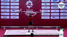 Atlet angkat besi, Sri Wahyuni, saat berlaga pada Asian Games di JIExpo, Jakarta, Senin, (20/8/2018). Sri Wahyuni menyumbang medali perak dengan total angkatan 195 kg.