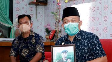 Bupati Kebumen, Arif Sugiyanto berkunjung ke rumah kru KRI Nanggala 402 yang gugur, Serda Eko. (Foto: Liputan6.com/Rudal Afgani Dirgantara)