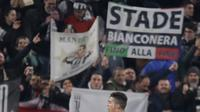 Selebrasi penyerang Juventus Cristiano Ronaldo usai mencetak gol ke gawang Atletico Madrid pada leg kedua babak 16 besar Liga Champions di Allianz Stadium, Turin, Selasa (12/3). Juventus menang 3-0. (AP Photo/Luca Bruno)