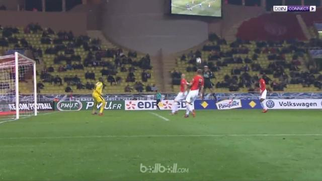 Edinson Cavani gagal memanfaatkan tiga peluang emas kendati Paris Saint-Germain menang 4-2 atas Guingamp di babak 16 besar Piala L...