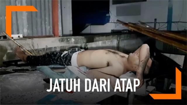 Warga Pattaya, Thailand digegerkan dengan seorang pemuda telanjang terkapar di rumah warga. Pemuda tanpa identitas tersebut diduga mabuk dan terjatuh dari atap rumah.